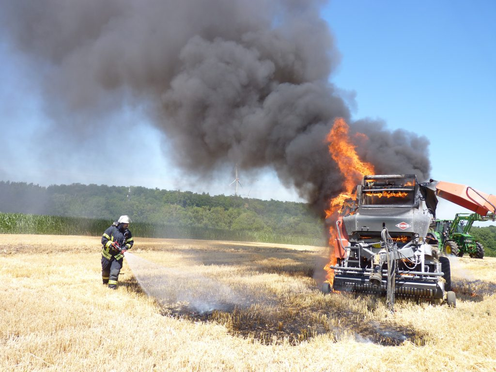 Brennt Strohballenpresse
